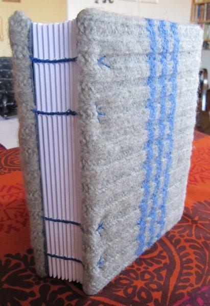 Helppoa ja hauskaa kirjan sidontaa- Koptisidos kannet villasukan varsista